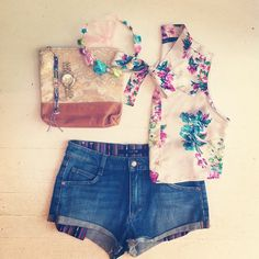 Heatwave outfit: Denim cutoffs, floral crop blouse + bright accessories