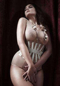 There's a big misconception about that corsets are only for the skinny girls, but a fuller woman have the advantage of natural voluptuousness and therefore more to shape.