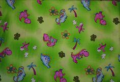 Die Dinos sind los!  Lauter liebevolle und lustige kleine Gesellen tummeln sich auf diesem grünen Baumwollstoff für Kinder: Süße Dinosaurier, die darauf warten, ein neues Zuhause zu finden.  Möchtest Du ihre Dinosauriermama (ihr Dinosaurierpapa) werden? :-) --- www.feenzauber-shop.de