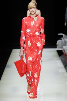 A translucent collection in mostly separates featuring pant suits and cocktail dresses. All looks in a mixture of reds, whites and blues. See the Giorgio Armani Ready To Wear S/S 2016 collection presented at Milan Fashion Week below: Love Fashion, Runway Fashion, High Fashion, Fashion Show, Fashion Looks, Milan Fashion, Fashion Week 2016, Milano Fashion Week, Spring Fashion