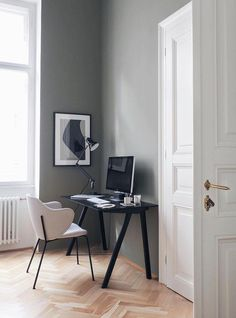 If you love minimalist design when it comes to a functional workspace, then these Scandinavian desks might be perfect for your home office. When it comes to Scandinavian decor and furniture design, function always comes before form. Scandinavian Desk, Scandinavian Home Interiors, Chair Design, Furniture Design, Best Home Office Desk, Metal Dining Chairs, Modern Spaces, Home Decor Inspiration, Decor Ideas
