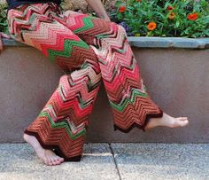 Crochet Patterns Pants Who wants to crochet pants is right on this site …. crochet p … Moda Crochet, Crochet Ripple, Diy Crochet And Knitting, Crochet Woman, Knit Crochet, Black Crochet Dress, Crochet Skirts, Crochet Clothes, Crochet Pants Pattern
