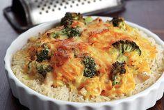 Κοτόπουλο με ρύζι, μπρόκολο και σάλτσα τυριού