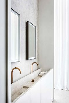 House tour: a beautifully modern penthouse apartment in Antwerp Badkamer Modern and airy Minimalist Home Interior, Minimalist Bathroom, Bathroom Modern, Minimal Bedroom, Bathroom Vintage, Classic Bathroom, Minimalist Architecture, Industrial Bathroom, Industrial Interiors