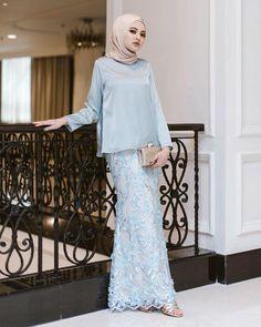 36 Ideas For Dress Hijab Bridesmaid Brukat Batik Fashion, Abaya Fashion, Muslim Fashion, Fashion Dresses, Kebaya Hijab, Kebaya Dress, Baju Kurung Lace, Kebaya Modern Dress, Model Kebaya
