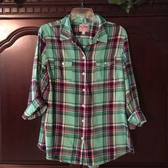 Old Navy plaid button up Old Navy green plaid button up blouse Old Navy Tops Blouses
