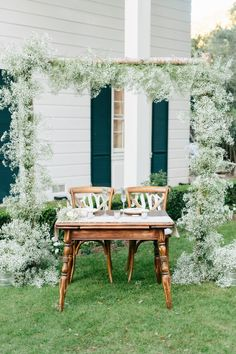 10 Elevated Ways To Style Baby's Breath at Your Wedding ⋆ Ruffled Babys breath is all sorts of gorgeous, and is so much more than just a filler flower. Fresh or dried - aka gypsophila, h. Floral Wedding, Wedding Colors, Wedding Flowers, Wedding Bouquets, Flower Bouquets, Wedding Arches, Wedding White, Wedding Dress, Altar Decorations