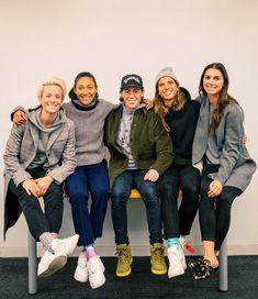 The L Chat -> Christen Press and Tobin Heath Usa Soccer Team, Soccer Pro, Soccer Memes, Us Soccer, Soccer Players, Soccer Girls, Soccer Stars, Soccer Motivation, Megan Rapinoe