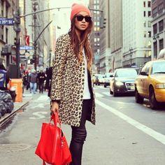 Los bolsos en cuero vienen con mucha más fuera para este 2014 que en años anteriores para jugarle fino a prendas de plumas y peluche que tanto se van a ver. Los colores rojo y negro serán los protagonistas, aunque en azul o amarillo también. http://www.liniofashion.com.co/linio_fashion/carteras-y-cosmetiqueras?utm_source=pinterest&utm_medium=socialmedia&utm_campaign=COL_pinterest___fashioncarteras_20140228_16&wt_sm=co.socialmedia.pinterest.COL_timeline_____fashion_20140228carteras.-.fashion