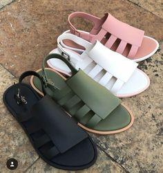 Shoes Flats Sandals, Cute Sandals, Cute Shoes, Me Too Shoes, Shoe Boots, Jelly Sandals, Melissa Shoes, Luxury Shoes, Crazy Shoes