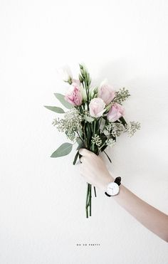 someone steal my heart with a bouquet in hand My Flower, Fresh Flowers, Beautiful Flowers, Tropical Flowers, Floral Flowers, Wedding Bouquets, Wedding Flowers, No Rain, Arte Floral
