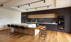 Are you building a new house? Or are you doing a kitchen renovation? It is important for you to know that industrial kitchens are now a trend in today's modern kitchen interior design. Best Kitchen Designs, Modern Kitchen Design, Interior Design Kitchen, Modern Bar, Home Interior, Contemporary Bar, Modern Luxury, Contemporary Kitchens With Islands, Contemporary Kitchen Designs