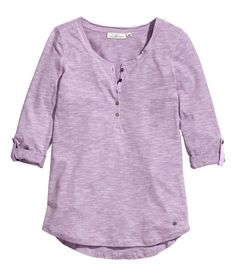 Light purple top with raw-edge neckline & roll-up 3/4-length sleeves. | H&M Pastels