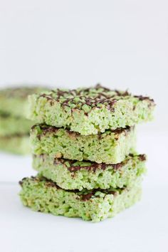 Pistachio Pudding Rice Krispie Treats | www.reciperunner.com