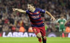 Luis Suárez celebra su año culé con 3 cañonazos
