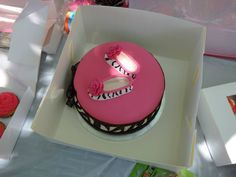 Maddies 1st birthday cake 21st Cake, Baked Goods, To My Daughter, Birthday Cake, Desserts, Food, Tailgate Desserts, Deserts, Birthday Cakes