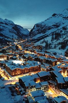 Thanks to its high altitude and snow reliability, Val d'Isere is a fantastic ski resort to choose for a spring skiing holiday, especially over the Easter break. Best Ski Resorts, Ski Holidays, Winter Scenery, Beautiful Places To Travel, Winter Landscape, Travel Aesthetic, Dream Vacations, Ski Vacation, Travel Inspiration