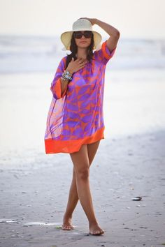Kimono beach cover up, denim cut offs, summer hat outfit, bright dress outf Beach Party Outfits, Cute Summer Outfits, Outfit Summer, Summer Dresses, Summer Clothes, Outfit Strand, Kimono Beach Cover Up, Bright Dress, Beach Attire