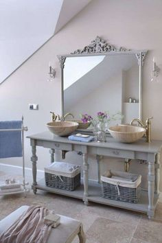 Shabby chic bathrooms are so cute that when you see them, you just can't get enough! Shabby Chic Bedrooms, Shabby Chic Homes, Shabby Chic Furniture, Bathroom Furniture, Shabby Chic Decor, Modern Furniture, Furniture Ideas, Vintage Furniture, Bathroom Ideas