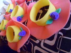 Chics ya termine de hacer los gorros de goma espuma para anexar al cotillon :) Les cuento que solo tarde 2 dias y los realice solita... Mis consejitos son: - Hacer los gorros con tiempo, pero no demaciado lejos de gran dia al menos que tengas un Crazy Hat Day, Crazy Hats, Foam Crafts, Crafts To Make, Ballon Decorations, Event Pictures, Ideas Para Fiestas, Tea Party, Baby Shower