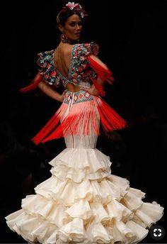 Spanish style – Mediterranean Home Decor Couture Mode, Couture Fashion, Fashion Show, Fashion Outfits, Rose Dress, Floral Maxi Dress, Spanish Dress Flamenco, Flamenco Costume, Vintage Outfits