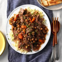 Moroccan Pot Roast Everyone knows the secret to the perfect pot roast is super tender meat. That's exactly what you'll get with our simple slow cooker pot roast recipe. Healthy Beef Recipes, Pot Roast Recipes, Slow Cooker Recipes, Dinner Recipes, Cooking Recipes, Crockpot Recipes, Weeknight Recipes, Paleo Meals, Bean Recipes