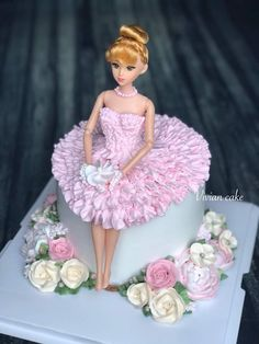 Cake Decorating Frosting, Cake Decorating Designs, Creative Cake Decorating, Cake Decorating Videos, Barbie Doll Birthday Cake, Cute Birthday Cakes, Beautiful Birthday Cakes, Doll Cake Designs, Cake Designs For Girl