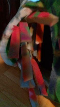 Achter één deel van mijn rok heb ik verschillende sprieten mousse gestoken om wat ritme te creëren.