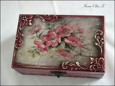 Decoupage Jars, Decoupage Vintage, Wood Crafts, Diy And Crafts, Cigar Box Crafts, Teacup Crafts, Painted Wooden Boxes, Altered Boxes, Altered Art