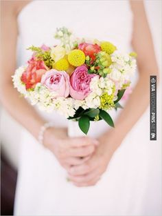 wildflower wedding bouquet | VIA #WEDDINGPINS.NET