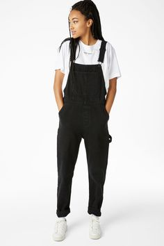 Well hello there! Get comfy in our relaxed fit dungarees with adjustable shoulder straps and practical pockets for whatever you wanna bring. In a size smal Black Dungarees Outfit, Dungarees Outfits, Black Denim Jumpsuit, Overalls Fashion, Dungaree Dress, Casual Outfits, Fashion Outfits, Celebrity Dresses, Celebrity Style