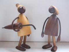 figuren design Chris Vejle Vejle, Wooden Figurines, Wooden Dolls, Teak, Danish Design, Wood Design, Wood Turning, Wood Crafts, Sconces