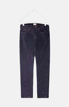 ED-80 by Edwin is a modern slim fit with a slightly tapered leg made from 11oz CS Night Blue Denim unwashed, created using a yarn that includes elastic fibres for added comfort.