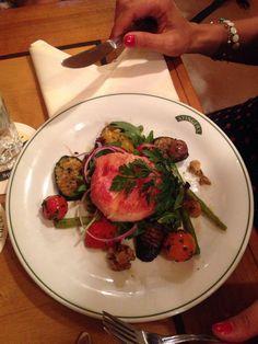 Salat mit Ziegenkäse  im Wirtshaus Ayingers in München. Lust Restaurants zu testen und Bewirtungskosten zurück erstatten lassen? https://www.testando.de/so-funktionierts