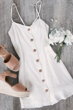 Ada White Button Skater Dress This just in: cutest dress! The Ada White Button Skater Cute Summer Outfits, Cute Casual Outfits, Pretty Outfits, Pretty Dresses, Stylish Outfits, Spring Outfits, Casual Dresses, Winter Outfits, Summer Dresses