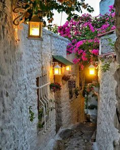 An evening in the streets of Marmaris castle . Wonderful Places, Beautiful Places, Marmaris Turkey, Happy Evening, Turkey Holidays, Wanderlust, Turkey Travel, Street Lamp, Old World Charm