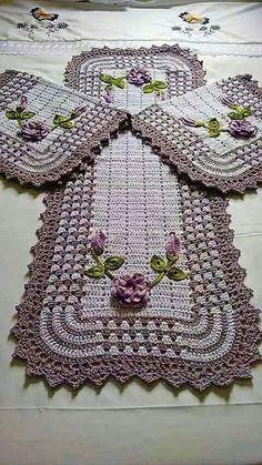 This Pin was discovered by Оль Crochet Mat, Crochet Home, Crochet Doilies, Pinterest Crochet, Knitting Patterns, Crochet Patterns, Crochet Table Runner, Crochet Kitchen, Crochet Accessories