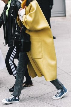 How To Wear Converse Street Style Outfit 52 Ideas For 2019 Collage Vintage, Look Fashion, Fashion Outfits, Fashion Trends, Fashion Bloggers, Sneakers Fashion, Sneakers Style, Fashion Fall, Yellow Sneakers