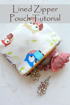 LINED ZIPPER POUCH SEWING TUTORIAL - Make a bunch of cute and practical pouches with this easy and simple zipper pouch tutorial! A great way for beginners to practice their zipper skills!