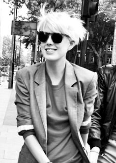 Agyness Deyn-pin it from carden Tomboy Fashion, Look Fashion, Pixie Hairstyles, Cool Hairstyles, Woman Hairstyles, Dandy, Tomboy Stil, Agyness Deyn, Looks Street Style