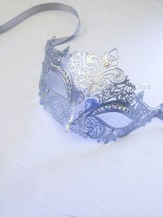 masquerade ball gowns Elegant & Sexy Metal Masquerade mask painted and embellished with rhinestones I N C L U D E D Mask comes with matching ribbons, leave check out note for a pr Silver Masquerade Mask, Couples Masquerade Masks, Masquerade Ball Party, Masquerade Dresses, Venetian Masquerade, Gothic Party, Zierlicher Ring, Masquerade Invitations, Simple Cocktail Dress