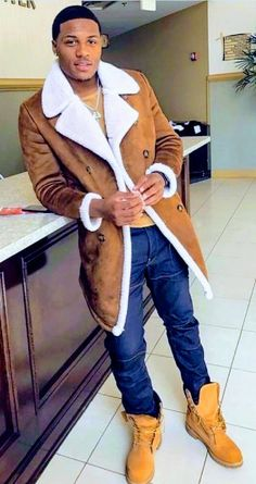 Rarri True, who are you? Gorgeous Black Men, Handsome Black Men, Beautiful Men, Timberland Outfits Men, Men's Fashion, Winter Fashion, Streetwear, Men Closet, Men Street