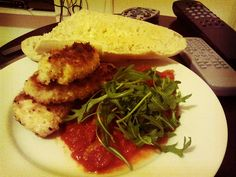 This was dinner this evening. Homemade fried chicken, sourdough bread, tomato sauce (tomatoes, lemon, garlic, onions) and rocket. Nice.