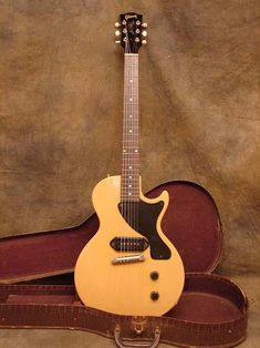 http://parkerk393.hubpages.com/hub/The-Top-10-Greatest-Gibson-Guitars-of-All-Time. Nice...