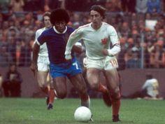 Holland 2 Brazil 0 in 1974 in Dortmund. Jairzinho tracks Johan Cruyff in Round 2, Group B #WorldCupFinals