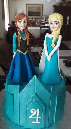 Frozen Anna and Elsa made of sugar.