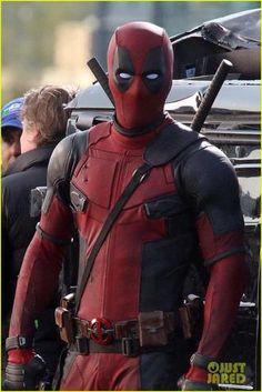 "Ryan Reynolds filming ""Deadpool"" in Vancouver, Canada Marvel Dc, Marvel Comics, Deadpool Pictures, Ryan Reynolds Deadpool, Deadpool 2016, Deadpool Costume, Marvel Wallpaper, Mobile Wallpaper, Marvel Characters"