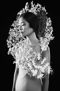 Fashion Jewelry Sculptural Fashion with intricate laser cut floral pattern & shape; Paper Fashion, 3d Fashion, Fashion Details, Fashion Design, Artist Fashion, Fashion Trends, 3d Mode, 3d Laser, Body Adornment