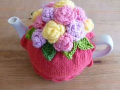 Floral Hand Knit Tea Cosy Raspberry ♡ by FeatherAndFlip on Etsy