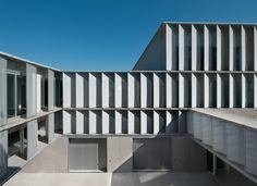 Centro Tecnológico Miguel de Eguía, Estella (Navarra) | mrm arquitectos | 2011  + http://www.designboom.com/architecture/mrm-arquitectos-composes-technological-center-of-estella-12-17-2013/  > C/ Zarapuz, 1, Estella (Navarra) # Centro Tecnológico # Vivero de empresas